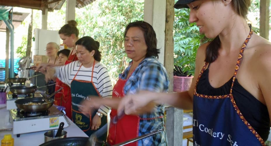 thai cooking class with ya krabi